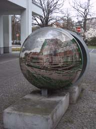 Halbkugeln in Olvenstedter Str.