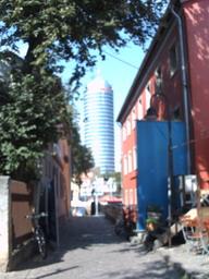 jena-tower-turm_vorm_theatercafe_rechts_und_schillers_gartenhaus_links_aus.jpg